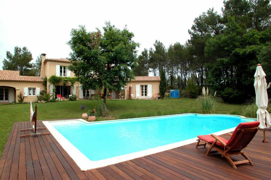 Locsud villa studio 260 m tr s belle piscine priv e for Piscine venelles