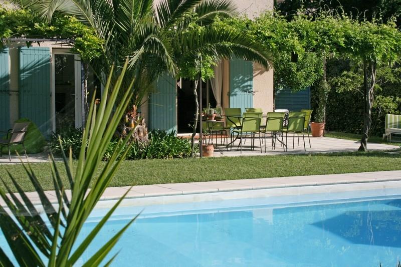 Superbe villa tout confort avec piscine valbonne for Piscine valbonne