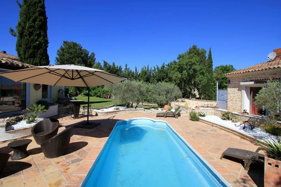 Locsud villa petite maison 140m 70m tr s agr able for Piscine puy sainte reparade